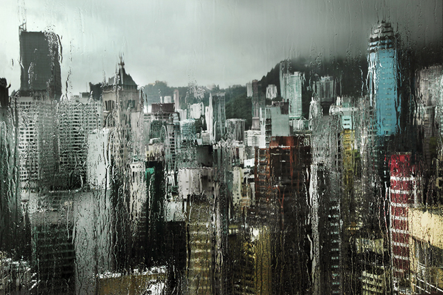 nuncalosabre.Hong Kong in the rain - Christophe Jacrot