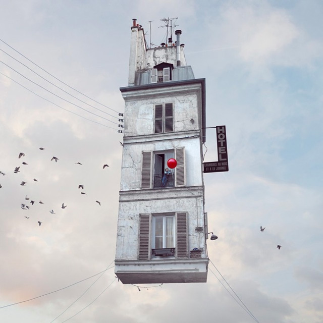 nuncalosabre.Flying Houses - Laurent Chehere